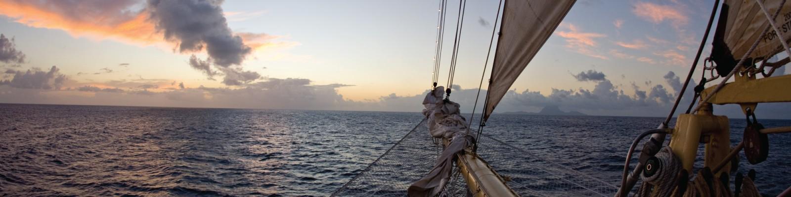 Tenrag Yacht Charter: Tahiti
