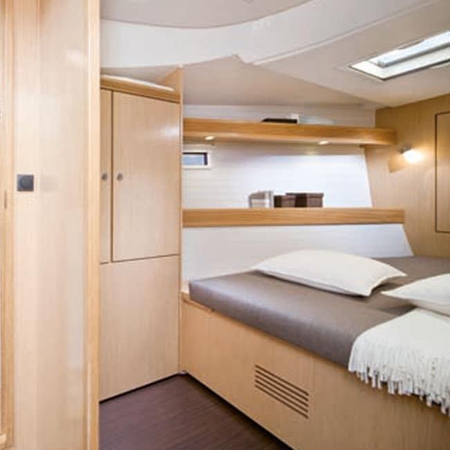 Tenrag Yacht Charters - Bavaria Cruiser 45