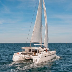Tenrag Yacht Charters - Lagoon 450 Fly