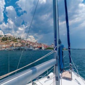 Tenrag Yacht Charters